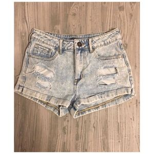 Kendall and Kylie Jean Distressed Shorts size 5 ✨